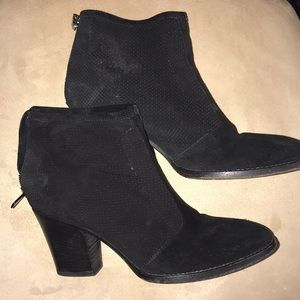 Aquatalia Suede Zippered ankle booties
